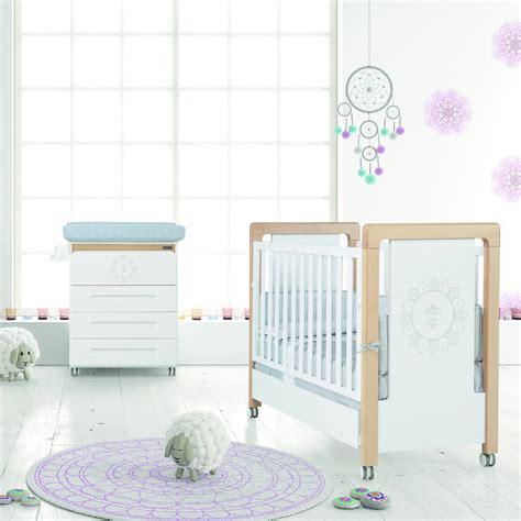 lit bébé chambre parents chambre bb lit et commode mandala de micuna chambre bb
