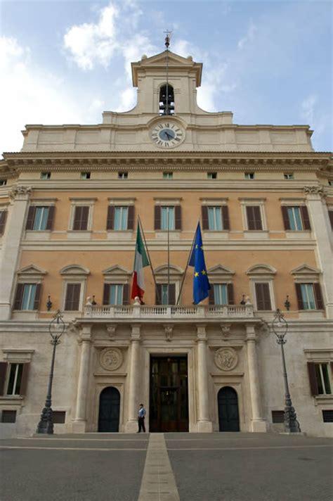 cuisine italienne le palais montecitorio à rome le siège de la chambre des députés italienne