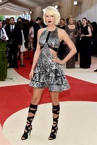 Taylor Swift Latest Photos - CelebMafia