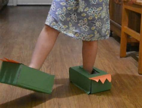 easy dinosaur feet craft  toddlers  preschoolers