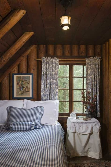 small cottage bedroom 25 best ideas about small cabin interiors on pinterest 13310   c33813f75e04a28eba7f336b71ab2b4e