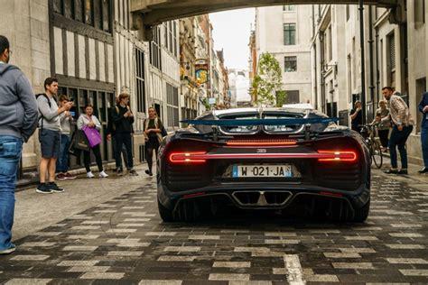 Спустя четыре года туда же привезут особую версию bugatti chiron sport noire sportive. The Bugatti Chiron is a car that needs a runway | British GQ