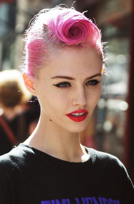 Pin up girl hairstyles for short hair
