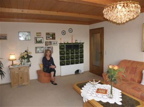 Wohnzimmer Mit Kachelofen by Ferienwohnung Im Furth Im Wald Arnschwang Rimbach