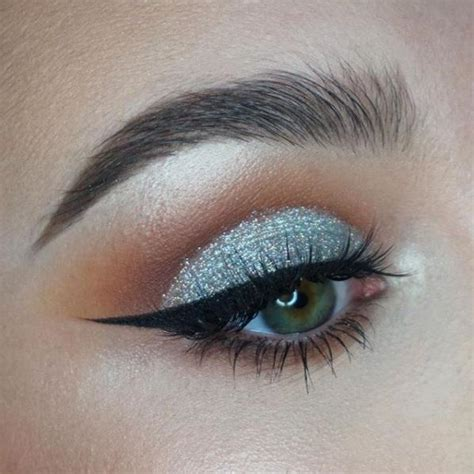 silver holographic glitter eyeshadow eye makeup