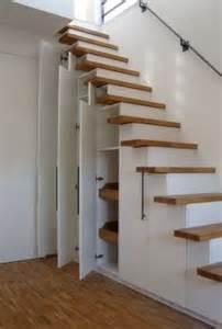 schmale treppe die 25 besten ideen zu stauraum unter der treppe auf treppenspeicher treppen