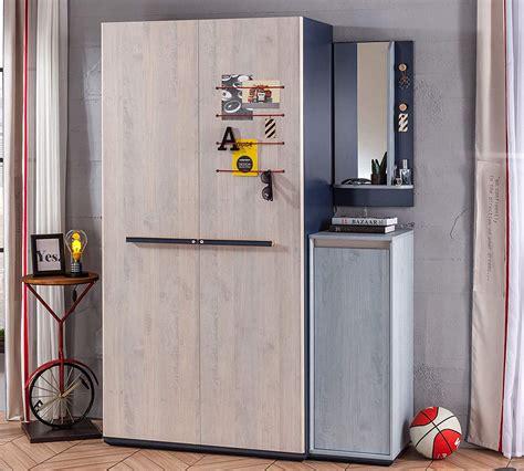 dimensioni guardaroba guardaroba e piccolo armadio un armadio a due ante e un