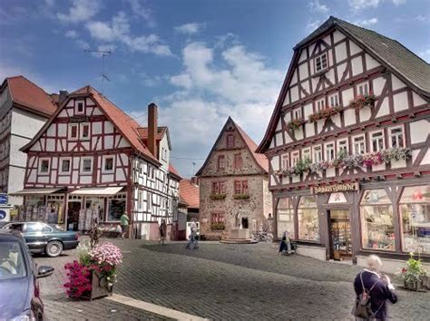 Travel guide resource for your visit to lauterbach. Lauterbach - Peter McAven