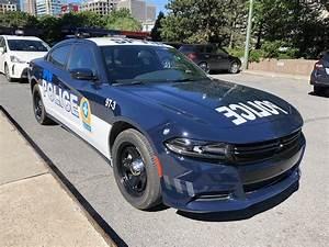 Nouvelle Voiture De Police : pascal robidas on twitter nouvelle voiture patrouille du spvm bleu marin et blanc et bandes ~ Medecine-chirurgie-esthetiques.com Avis de Voitures