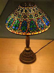 Tiffany lamp simple english wikipedia the free encyclopedia for Table lamp wikipedia