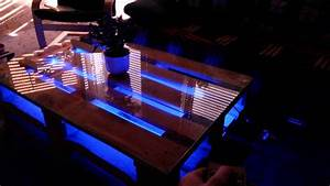 Tv Möbel Mit Led : diy europaletten tisch mit led beleuchtung youtube ~ Pilothousefishingboats.com Haus und Dekorationen