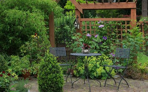 Patio Areas In Gardens by Top 10 Tips For Small Garden Design To Transform Your Space