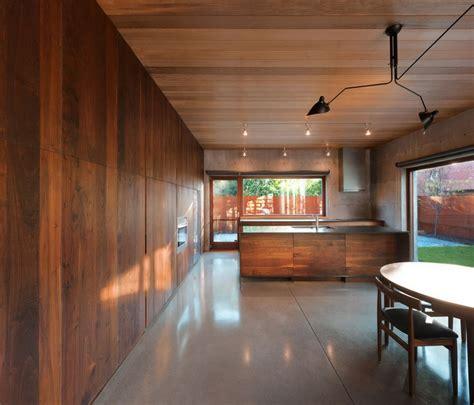 cuisine dans un placard 30 idées pour le revêtement mural bois archzine fr
