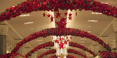 deco de noel pour magasin store decoration stock image image of gold 1639077