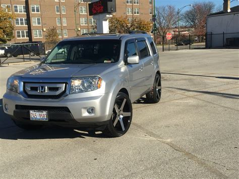 2010 Honda Pilot On 22x9 Onyx 908 Wheels. Tire Size Is 265