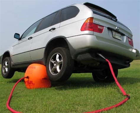 This Brilliant Car Jack Uses Your Cars Own Exhaust To Lift