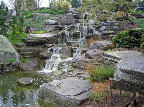 trend home interior design  cool water garden