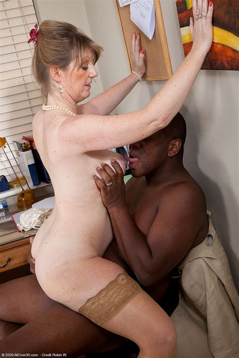 Mixed Set of Mature Black MILF Sophie UK with Big Naturals Wearing Wedding Ring - TGP gallery ...