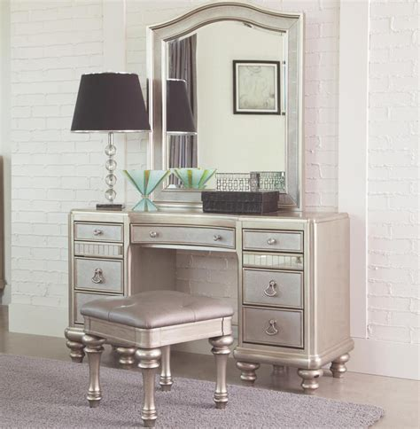 Bedroom Design Hack: Makeup Vanity Tables   www