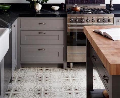 floor covering kitchen احدث افكار الديكور في ارضيات المطبخ ماجيك بوكس 3783