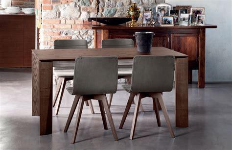 tavoli con sedie tavoli e sedie tavoli quatris sedie e ombrelloni