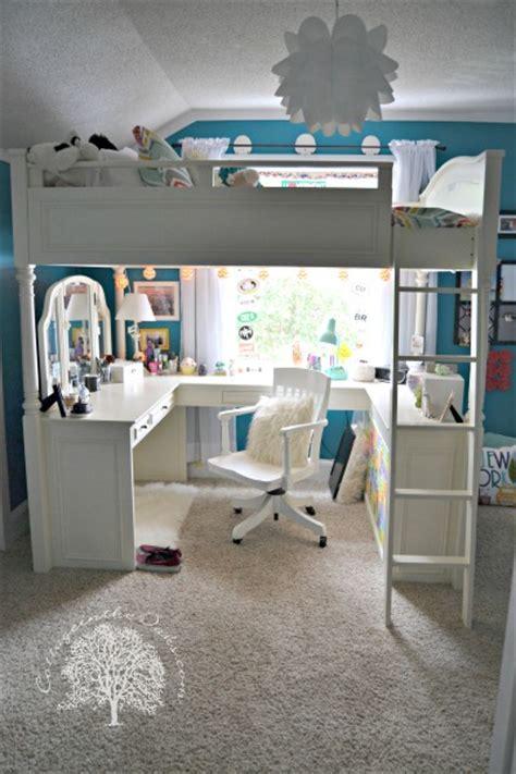 teen bedroom love  loft  desk nook