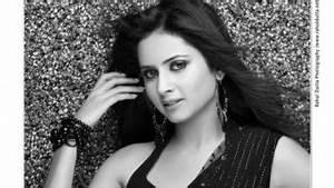 Anushka Shetty Hot Song Mobila Mobila from Rendu Movie ...