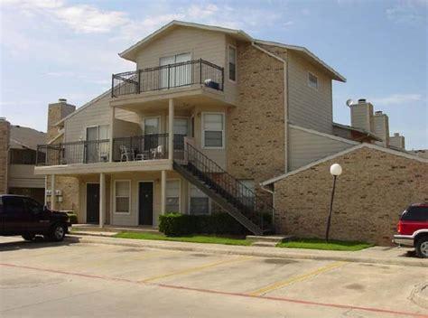 Apartments In Denton Tx -- Locust 210