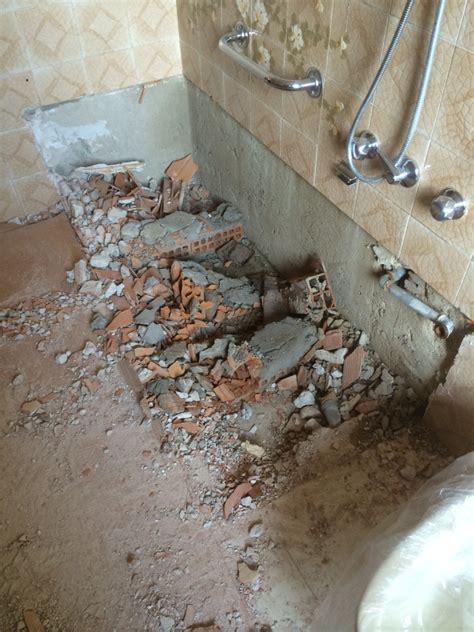 ristrutturazione vasca da bagno foto demolizione della vasca da bagno di idealnova