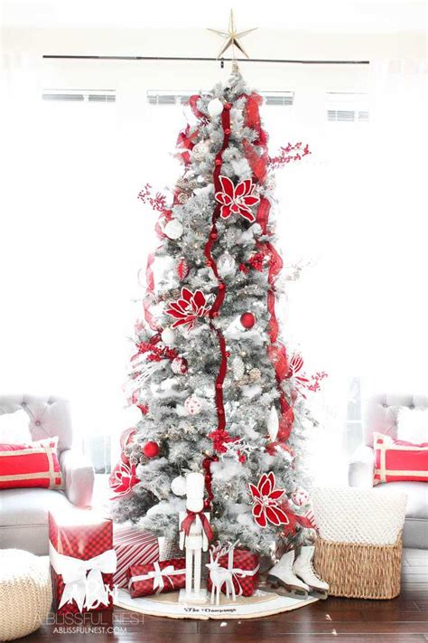 classic red  white christmas tree decorating ideas