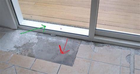 Leaking Door & Ds202 Brush Nickel Seamless Glass Shower