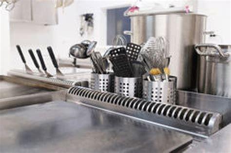comment nettoyer inox cuisine nettoyage de l 39 inox comment nettoyer les taches