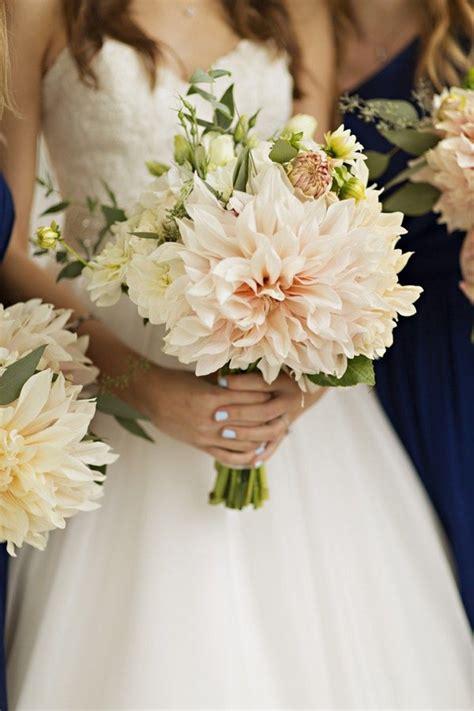 dahlia wedding bouquet ideas  wedding flower trends