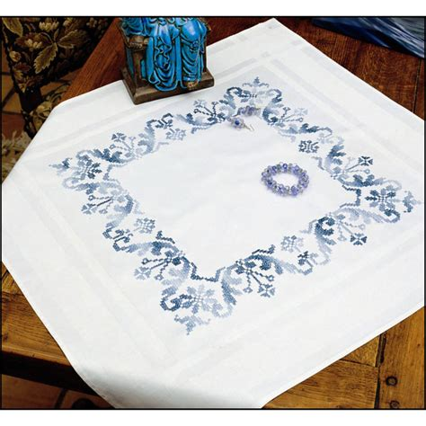 nappe a broder au point de croix armorique nappe ronde imprim 233 e point de croix margot 8755 broderies cie