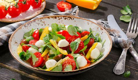 Receptes.lv - Svaigi, ātri salāti ar spinātiem un Mocarellu