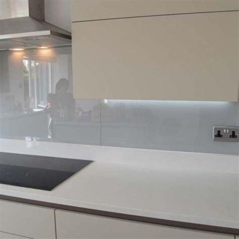glass kitchen tiles for backsplash uk de 25 b 228 sta id 233 erna om k 252 che spritzschutz hittar du p 229 8317
