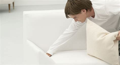nettoyer canapé cuir blanc 5 m 233 thodes pour bien nettoyer de votre canap 233 blanc en cuir