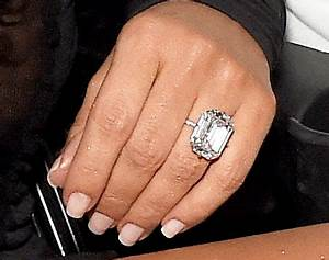 kim k wears 20 carat diamond ring from kanye west at 2016 With kim kardashian wedding ring cost