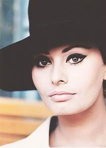 Sophia Loren, 1960s. Dark eyeliner, light lips. | Kiss and ...
