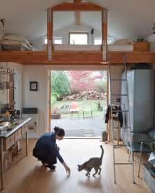 wohnideen schlafzimmer unter dem dach ein mini haus aus einer garage