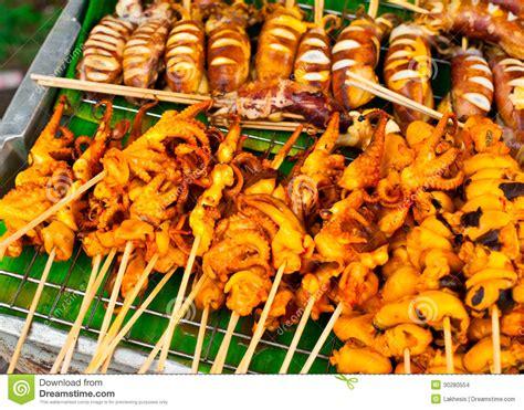 recette cuisine thailandaise traditionnelle nourriture thaïlandaise fruits de mer grillés sur des