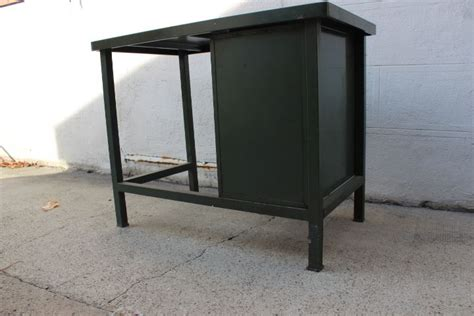 strafor bureau bureau métal vintage de la marque strafor datant des ées 50