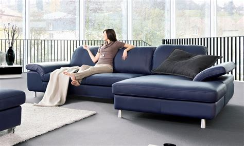 canapé bleu marine un canape bleu en cuir chez soi de seanroyale