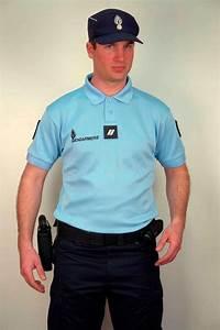 Uniforme Police Nationale : uniforme gendarmerie locations armes uniformes cinema ~ Maxctalentgroup.com Avis de Voitures