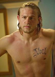 'Sons of Anarchy' Star Charlie Hunnam Shirtless…With a Dog ...