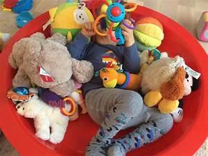 Spielzeug Für Baby 8 Monate : wie viel spielzeug braucht ein kind interview mit ~ Watch28wear.com Haus und Dekorationen