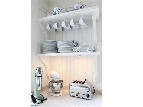 etageres pour cuisine rangement cuisine retro avec deux etageres murales