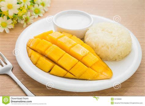 cuisiner avec du lait de coco dessert thaïlandais mangue mûre et riz collant avec du