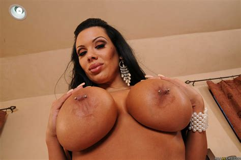 carnal bitch sienna west showing delicious tits and