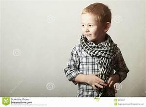 Geburtstagsspiele 4 Jahre : kind lustiger kleiner junge im schorf mode kinder 4 jahre alt kariertes hemd stockbild ~ Whattoseeinmadrid.com Haus und Dekorationen